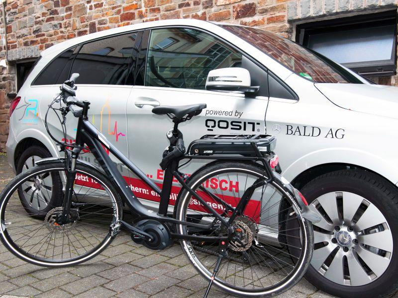Pedelecs, also elektrisch betriebene Fahrräder, könnten eine Alternative zum Privatauto sein. (Foto: Uni)
