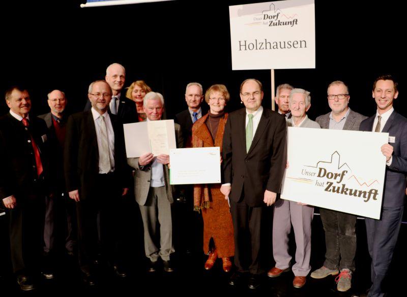 """Im Rahmen der Internationalen Grüne Woche in Berlin konnte die Dorfgemeinschaft Holzhausen die Silberauszeichnung anlässlich des Bundeswettbewerbs """"Unser Dorf hat Zukunft"""" in Empfang nehmen."""
