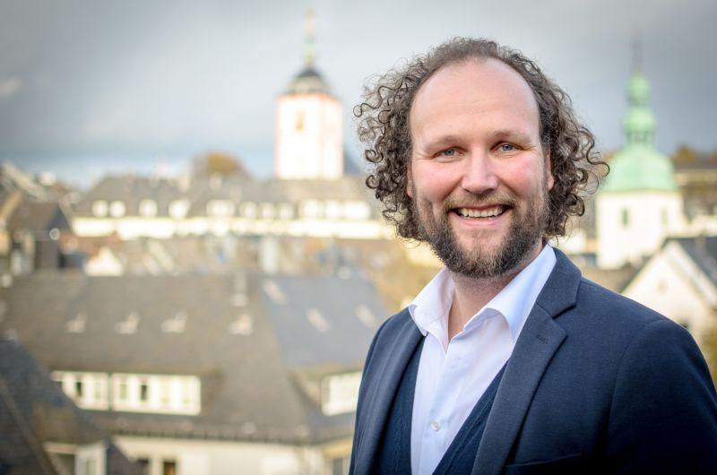 Die Business School der Universität Siegen bereitet Mittelständler auf den digitalen Wandel vor und bietet im März zwei Workshops für Führungskräfte mit Prof. Dr. Dr. Björn Niehaves an. (Foto: Uni)
