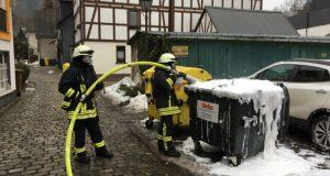 Brennender Müllcontainer sorgte für Feuerwehreinsatz (Foto: Feuerwehr)