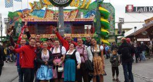 Der Fanclub bei einem Besuch des Münchener Oktoberfestes (Foto: privat)