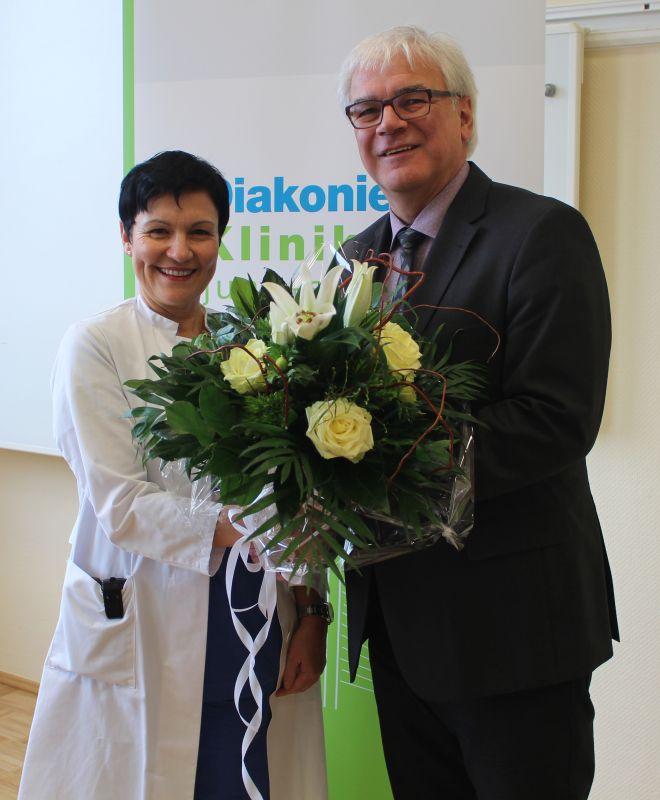 Freuen sich auf eine gute Zusammenarbeit: Chefärztin Dr. Flutura Dede und Geschäftsführer Hubert Becher. (Foto: Diakonie)