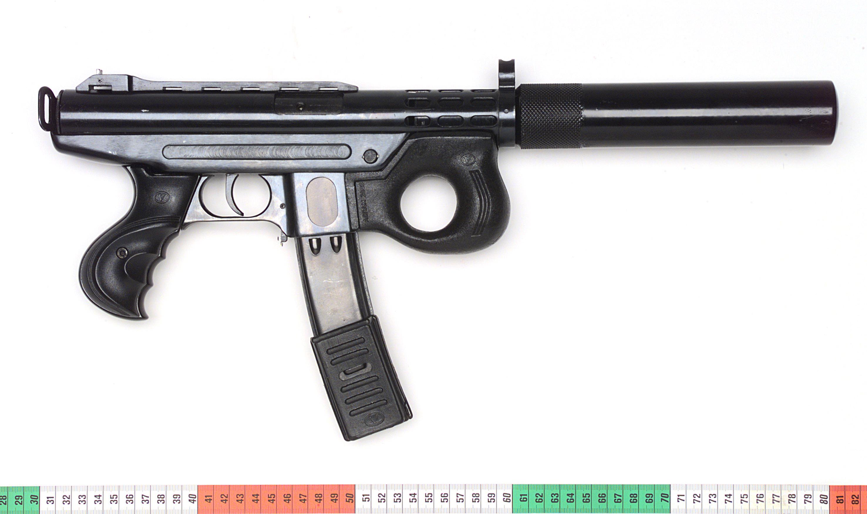 Die gleiche Waffe wie oben - hier mit Schalldämpfer.