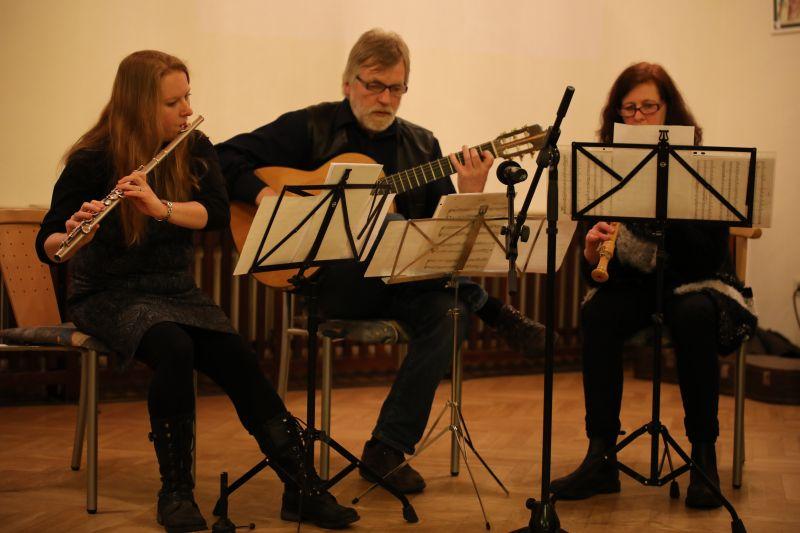 Für das musikalische Rahmenprogramm sorgte die Musik- und Singschule Erndtebrück. Foto: Daniel Heinen