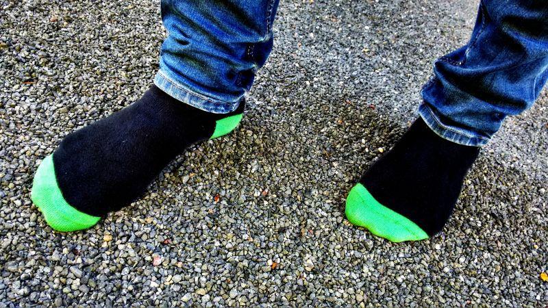 Junger Mann verfolgt flüchtenden Einbrecher auf Socken